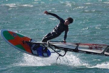 小学1年生でウインドサーフィン する写真